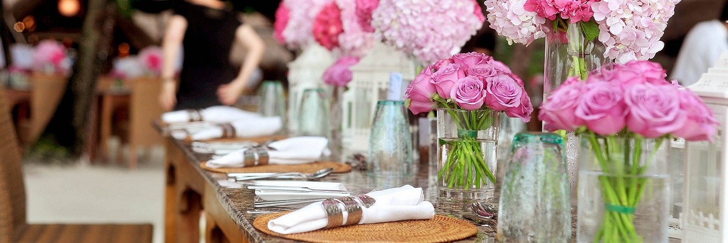 GLASS DECORATIVES FOR THE TABLE